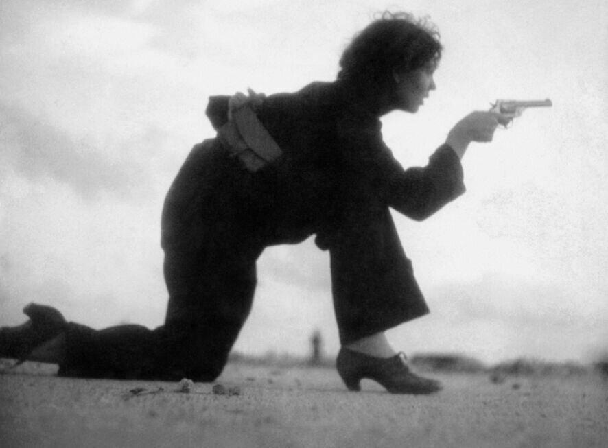 تصاویر ، اولین عکاس زن که در خط مقدم جنگ کشته شد