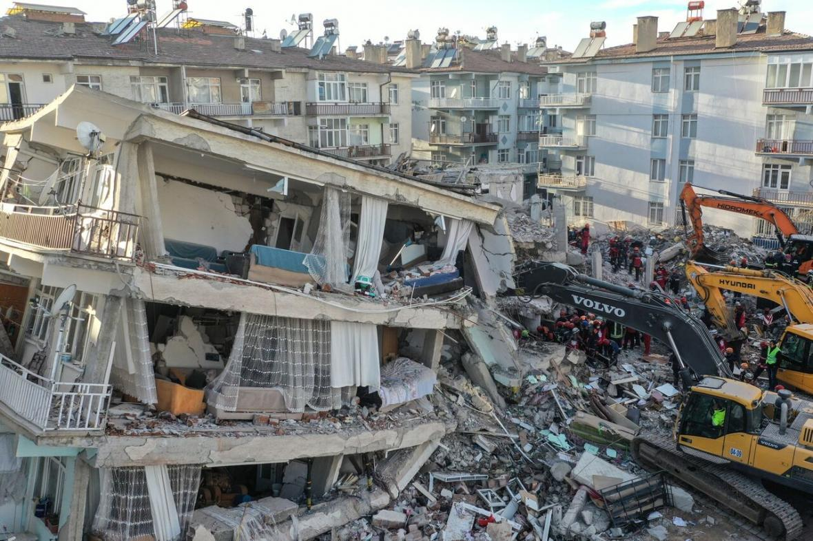 چهار کشته و 120 زخمی نخستین آمار زلزله ترکیه